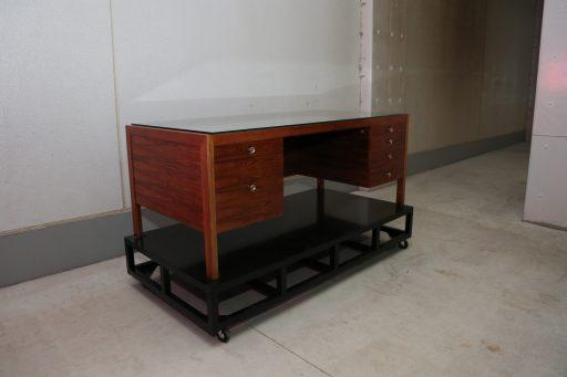 サカナクションのボーカル山口一郎さんの机。